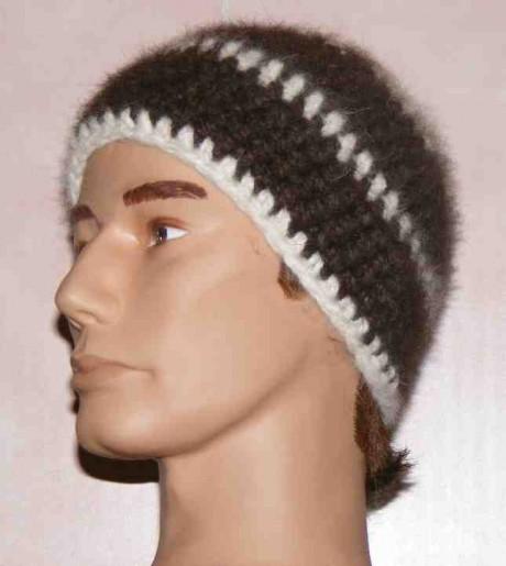 Un des nombreux modèles de bonnets en poil de chien fait par Mireille